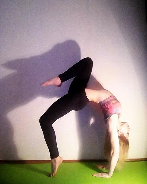 instagram's @sunloverflower beautiful bridge yoga pose